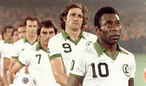 NASL 1975-77: Giorgio Chinaglia e Pele (New York Cosmos) (Photo by Robert Riger/Getty Images)