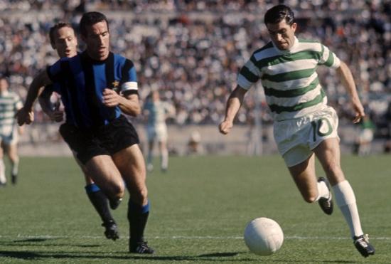 Lisbona, 25.05.1967 Bobby Murdoch (Celtic) con la palla, inseguito da Armando Picchi (Inter). Copyright: imago/Kicker/Metelmann