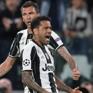 Mandizukic e Dani Alves (Juventus)